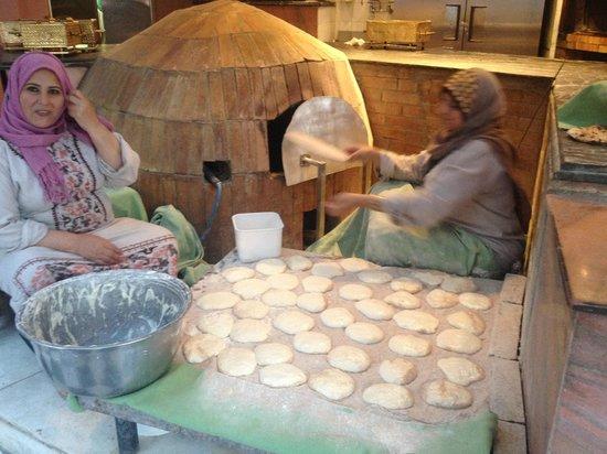 Sofitel Cairo El Gezirah: Freshly baked traditional bread