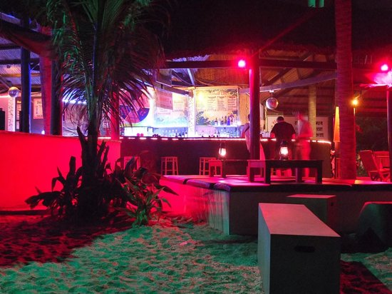 Pogo Beach Bar & Grill : at 7.00pm