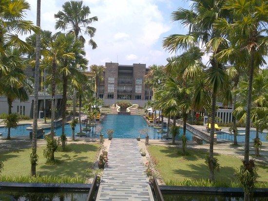 Novotel Palembang Hotel & Residence: Kolam renang luas