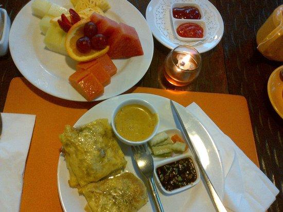 Novotel Palembang Hotel & Residence: Martabak crispy enak banget