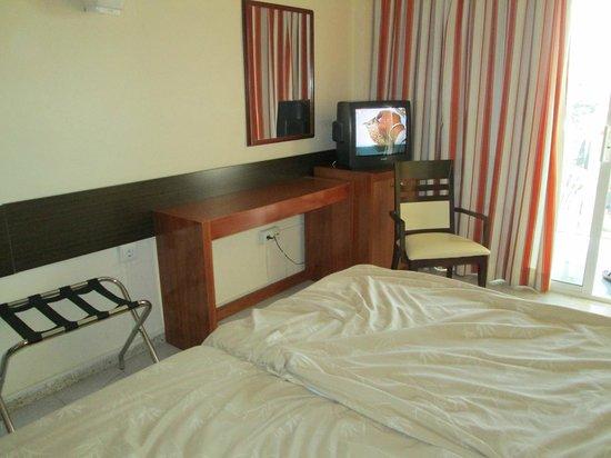 Hotel Los Patos Park: Schreibtisch mit Fernsehgerät