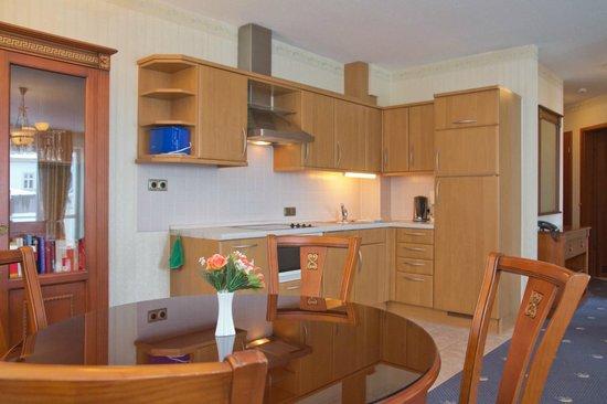 SEETELHOTEL Ostseeresidenz Ahlbeck: Ferienwohnung Küche