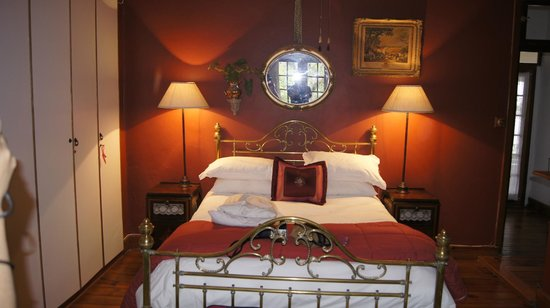 Royston Hall Guesthouse: Grand Victorian Brass Bed