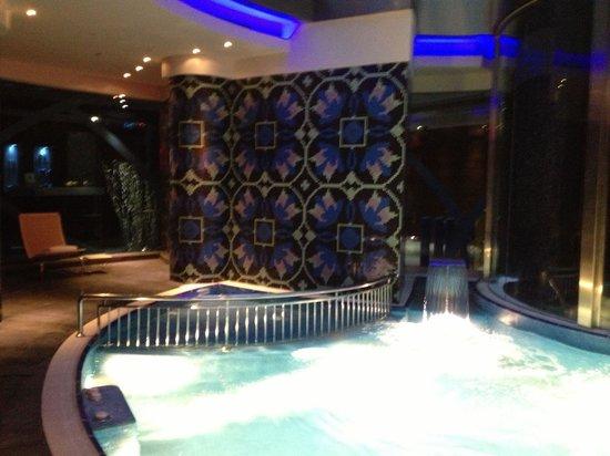 Renaissance Izmir Hotel: Swimming Pool & Jakuzzi