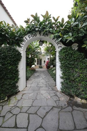 Hotel Villa Sanfelice : Entrance from the roadway