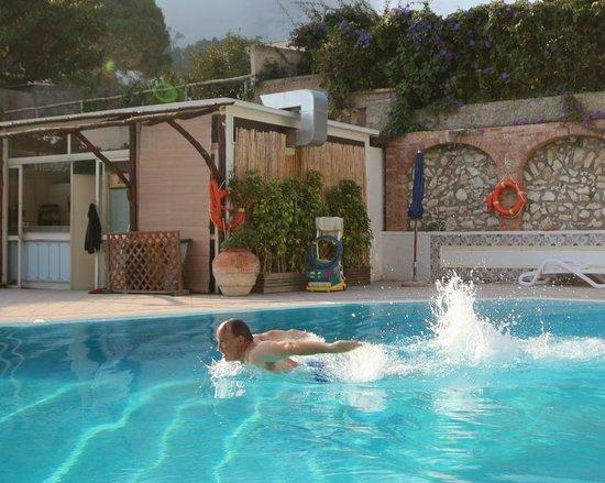 Hotel Villa Sanfelice: Enjoy swimming in October