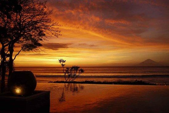 Qunci Villas Hotel: A Qunci Sunset