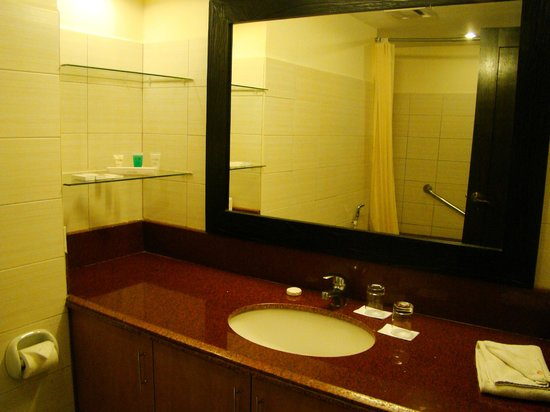 Alta Vista de Boracay: Bathroom with bath tub