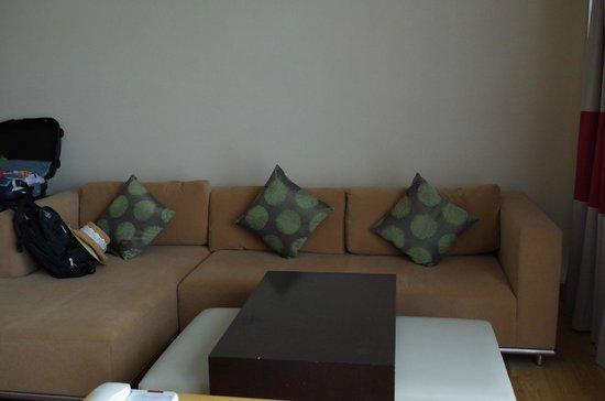 Century Kuching Hotel: Lounge sofa