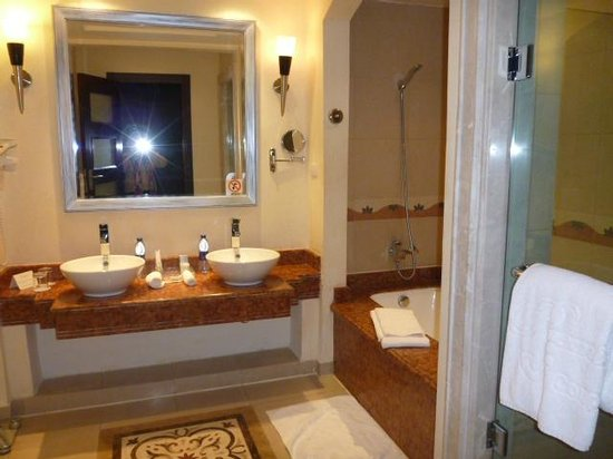 Premier Le Reve Hotel & Spa (Adults Only): part of our bathroom
