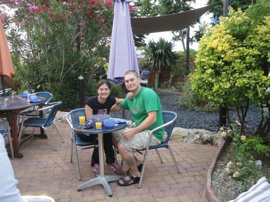 Hotel La Roseraie : Outdoor garden fro breakfast