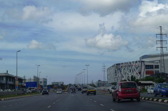 Century Kuching Hotel: shopping malls & eateries near the hotel