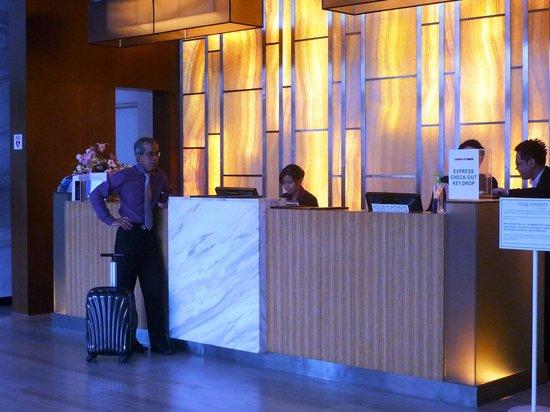 Century Kuching Hotel: The lobby Front Desk