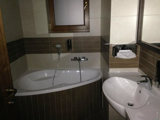 Galileo Hotel : Czysta i zadbana łazienka