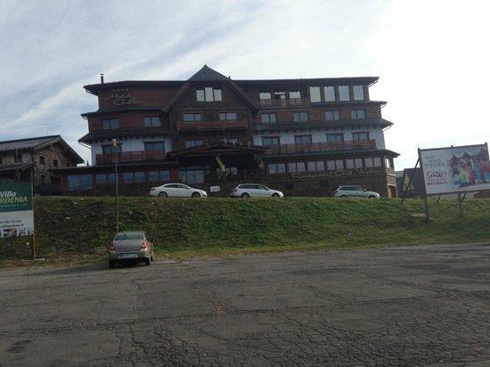 Galileo Hotel : Widok hotelu z parkingu pod hotelem