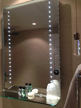 Chalford House Hotel: Love this mirror, room 8