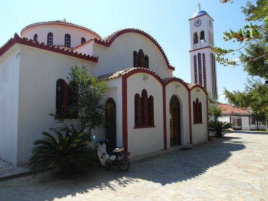 Spilia Village Hotel: Up at the local church