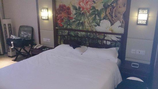 Pengfu Hotel: Queen size Bed