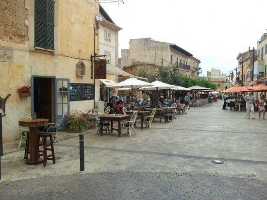 SA Cova Bar Restaurant: plaza mayor de santanyi
