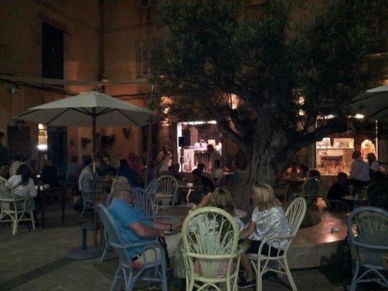 SA Cova Bar Restaurant: Noche