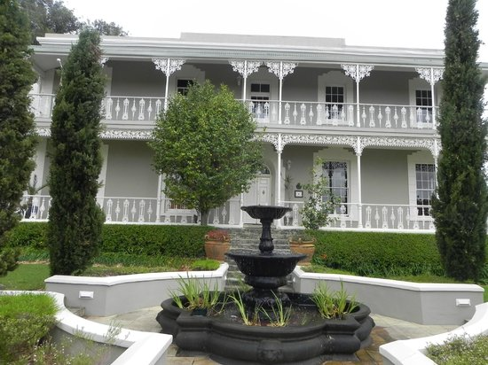 Schoone Oordt Country House : View of the front of the lovely building