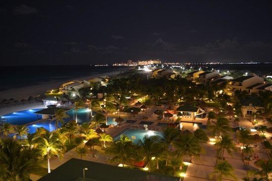Iberostar Cancun : Вид на отель из номера