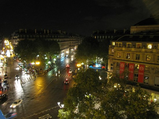 Hotel du Louvre : View from the room in the night - very romantic