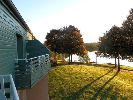 Ibis Styles Bourbon Lancy: Morgendlicher Blick vom Balkon