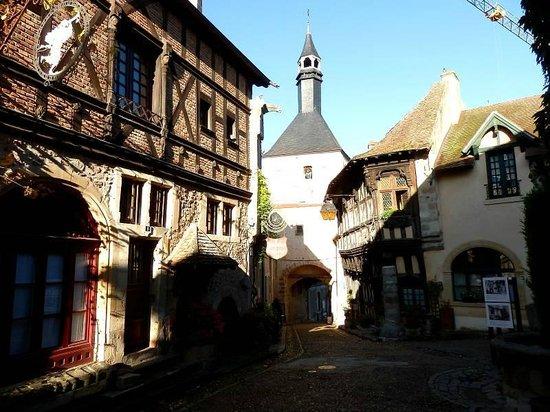 Ibis Styles Bourbon Lancy : In der Altstadt von Bourbon-Lancy