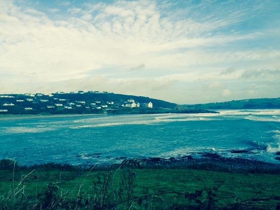 Inchydoney Island Lodge & Spa : view of hotel from road