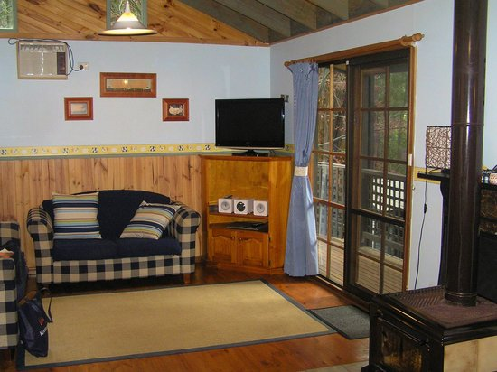 Hill 'n' Dale Farm Cottages: Inside the cabin