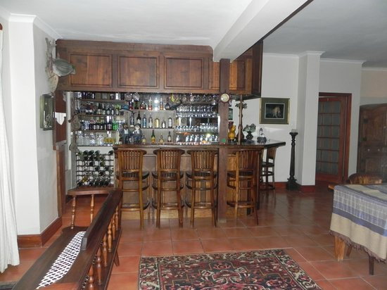 Lavender Manor Guest Lodge: Lounge and honesty bar