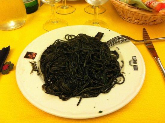 Dona Onesta : spaghetti al nero di seppia