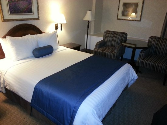 Best Western Ville-Marie Montreal Hotel & Suites : Bed