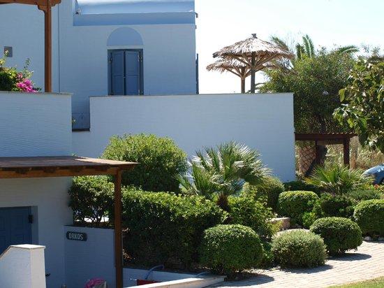 Ammos Naxos Exclusive Apartments : zijkant ingang receptie