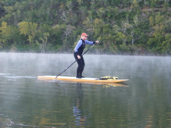 Lake Austin Spa Resort: SUP'n--Stand Up Paddle board......fun!