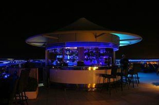 Four Points by Sheraton Sheikh Zayed Road, Dubai: Rooftop bar