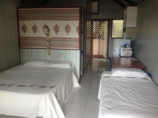 Aroko Bungalows: Our lagoo view room. Very clean and well presented