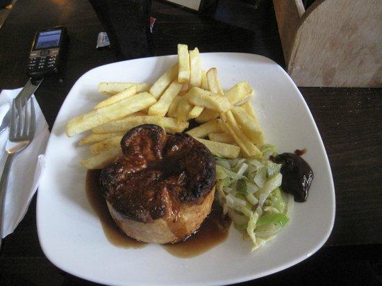Mabel's Tavern: Steak pie