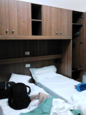 Hotel Papa Germano : la camera doppia con bagno - scusate il casino sui letti mi sono dimenticato di fare le foto qua