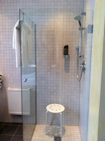 Hotel BinderS: bagno