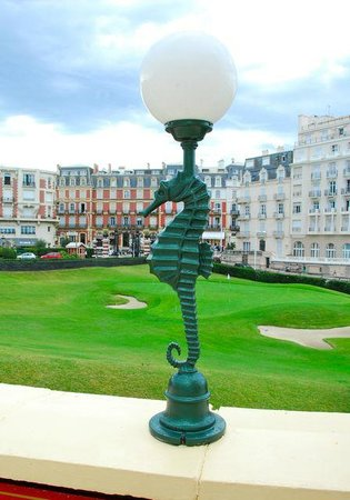 Hôtel du Palais : Golfplatz (vor dem Hotel)