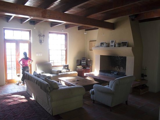 Oudekloof Wine Estate & Guest House: Living Room