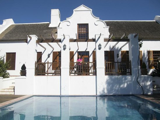 Oudekloof Wine Estate & Guest House: Pool and rear view