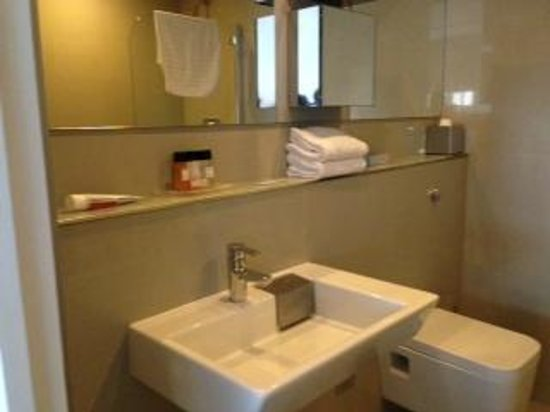 Templeton Place Aparthotel: Bathroom