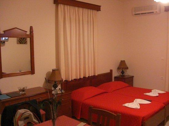 Roubini Hotel - Apartments: Camera