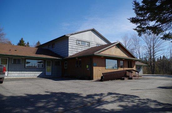 Sherbrooke Village Inn: Veiw of the front
