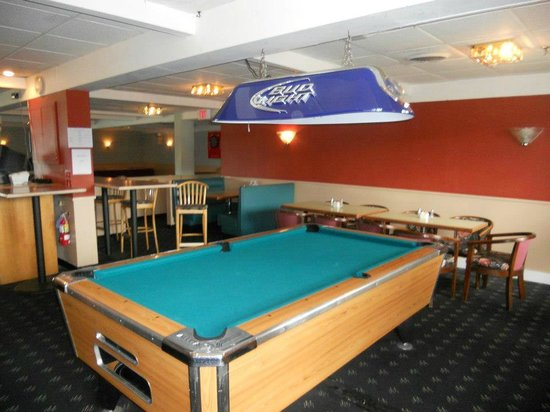 The Lakeside Inn: Pool Table