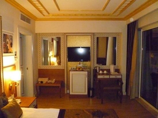 Crystal Palace Luxury Resort & Spa: family room
