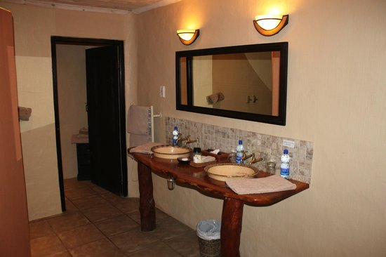 Kariega Game Reserve - River Lodge: Bathroom of Hippo Suite